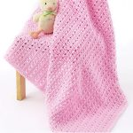 Bargain Crochet Baby Blanket. Light, simple and pink || thecrochetspace.com