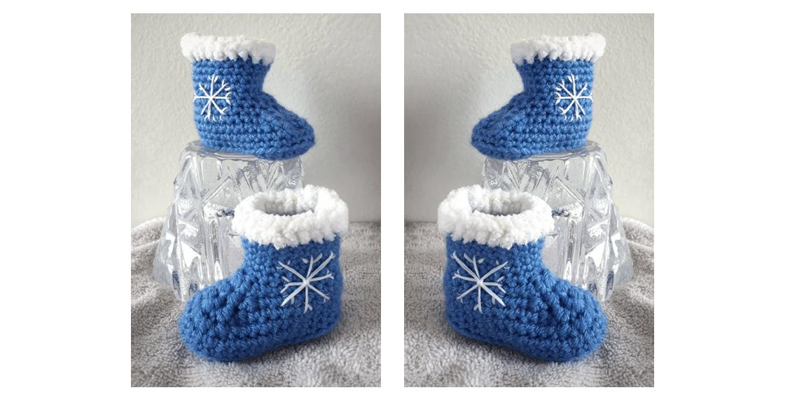 Crochet Snowflake Baby Booties | thecrochetspace.com
