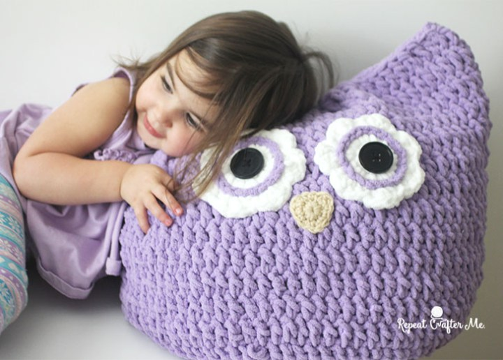 Free Crochet Pattern For Owl Pillow : Cuddly Crochet Owl Pillow [FREE Crochet Pattern]