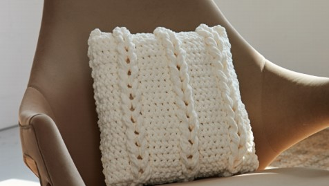 crochet chain links pillow | the crochet space