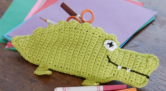 Crochet Alligator Pencil Case [FREE Crochet Pattern]