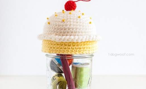crochet cupcake pincushion kit | the crochet space