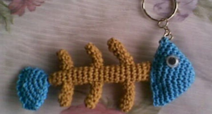 Crochet Amigurumi Fishbone Key Ring [FREE Pattern]