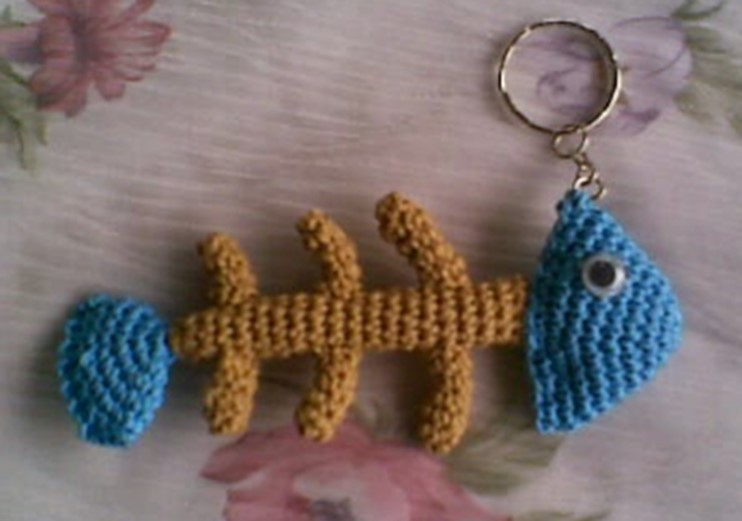 crochet amigurumi fishbone key ring | the crochet space