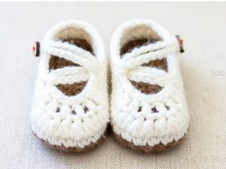 crocheted double strapped baby Mary Janes | the crochet space