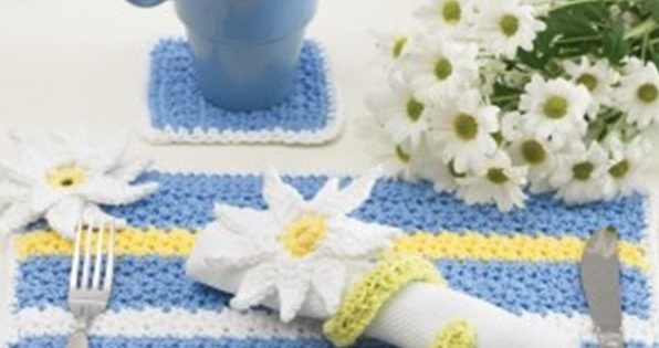 Crochet Daisy Dinner Table Setting | the crochet space