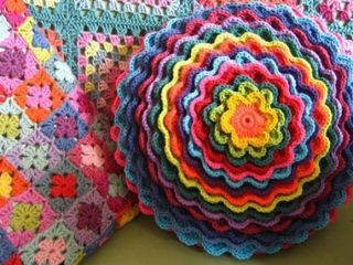 blooming flower crocheted cushion | the crochet space