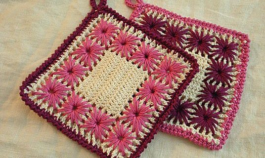 floral crocheted pot holders | the crochet pattern