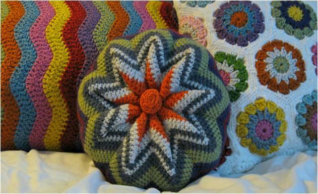 fun crocheted pinwheel pillow | the crochet space