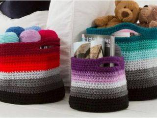 fun ombré crocheted baskets | the crochet space