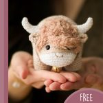 2021 Chinese Crochet Ox. Ox resting on the palm of hand. Crafted in beige and white || thecrochetspace.com