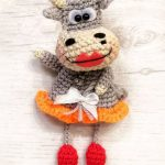 Cute Crochet Cow Couple. Female cow with big, red, cupid bow lips and red shoes    thecrochetspace.com