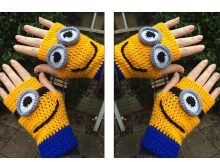 Mighty Minion Crocheted Handwarmers | thecrochetspace.com