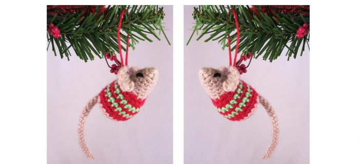 Little Crochet Christmas Mouse | thecrochetspace.com