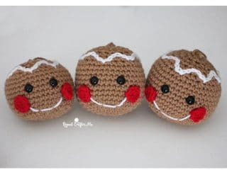 Crochet Gingerbread Head Ornament | thecrochetspace.com