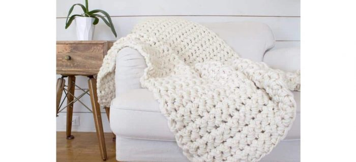 1 Hour Crochet Blanket | thecrochetspace.com