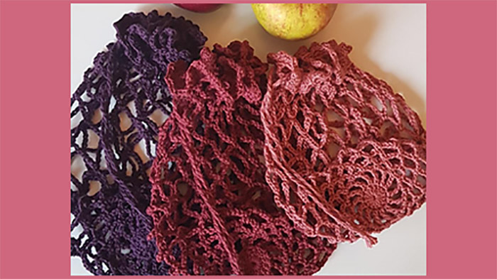 5 Red Crochet Apples || thecrochetspace.com