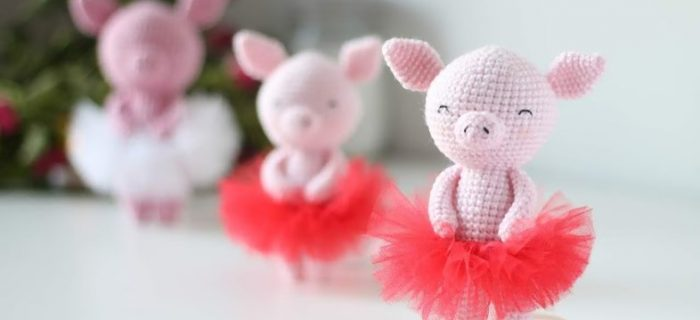 Three Little Amigurumi Pigs | thecrochetspace.com