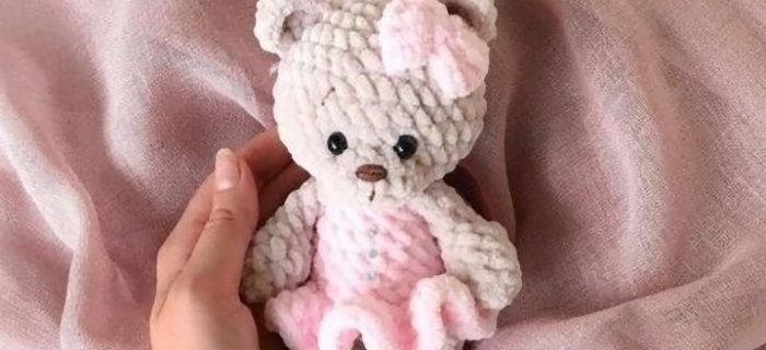 Tiny Amigurumi Beauty Bear | thecrochetspace.com