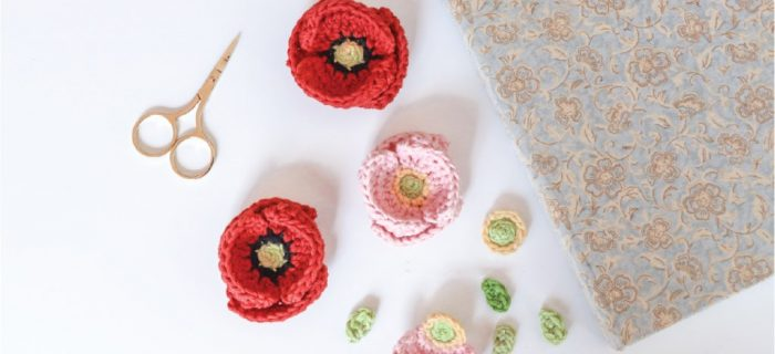 Crochet Accent Poppy Flower | thecrochetspace.com