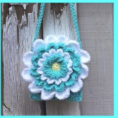 Children's Wildflower Shoulder Purse || thecrochetspace.com