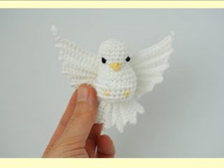 Amigurumi Pigeon In Flight | thecrochetspace.com