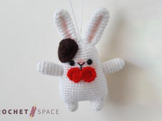Adorable Crocheted Gentleman Bunny || thecrochetspace.com