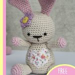 Amigurumi Loved Happy Bunny. Sitting bunny, with hear shaped fabric on it's tummy and a flower on it's head for Easter || thecrochetspace.com
