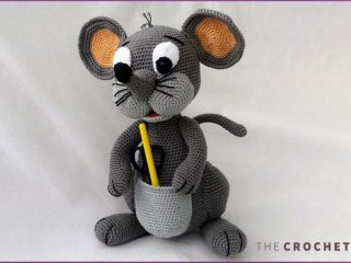 Amigurumi Patty Pocket Mouse || thecrochetspace.com