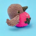 Amigurumi Pretty Pink Robin. Singlerobin with bright pink chest and brown body and head. || thecrochetspace.com