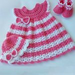 Angel Wings Crochet Set. Complete set in pink and white accent bow on hat and dress || thecrochetspace.com