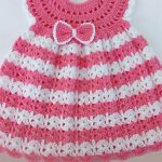Angel Wings Crochet Set. Close up image of Angel wings dress. Front small bow accent. Pink and white stripes. || thecrochetspace.com