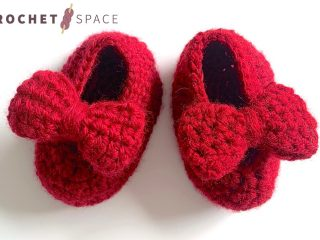 Baby Crochet Ruby Shoes || thecrochetspace.com