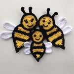Beautiful Crochet Bee Applique. Three bees, 2x adult and one mini Bee || thecrochetspace.com
