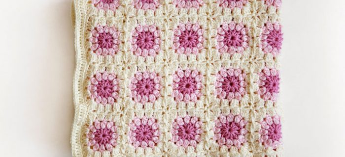 Bloom Square Crochet Afghan || thecrochetspace.com