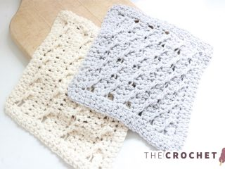 Cable Rib Crochet Dishcloth || thecrochetspace.com