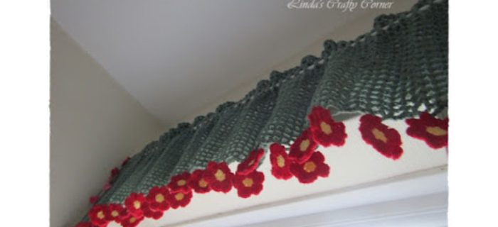 Cheerful Spring Crochet Curtain || thecrochetspace.com