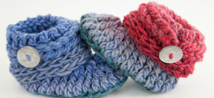 Chunky Crochet Baby Booties || thecrochetspace.com