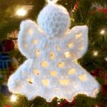 Classic Crochet Angel Ornament. White crocheted angel hanging on the Christmas tree || thecrochetspace.com