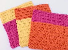 Color-Block Trinity Stitch Dishcloth| thecrochetspace.com