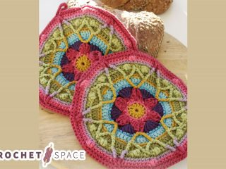 Colorful Spring Crocheted Potholder || thecrochetspace.com