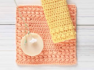 Cottage Square Crochet Dishcloth || thecrochetspace.com