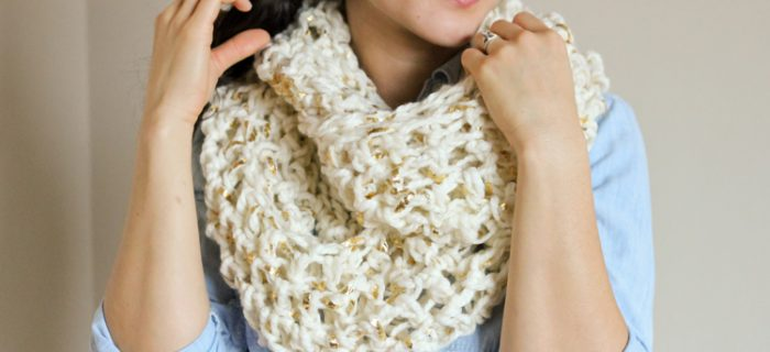 Creative Crochet Infinity Scarf || thecrochetspace.com