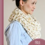 Creative Crochet Infinity Scarf. Side view of scarf || thecrochetspace.com