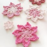Crochet Applique Robyn Flower. Several Flowers crafted in pink and white    thecrochetspace.com