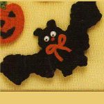 Crochet Bat Fridge Magnet. Bat with outstretched wings || thecrochetspace.com