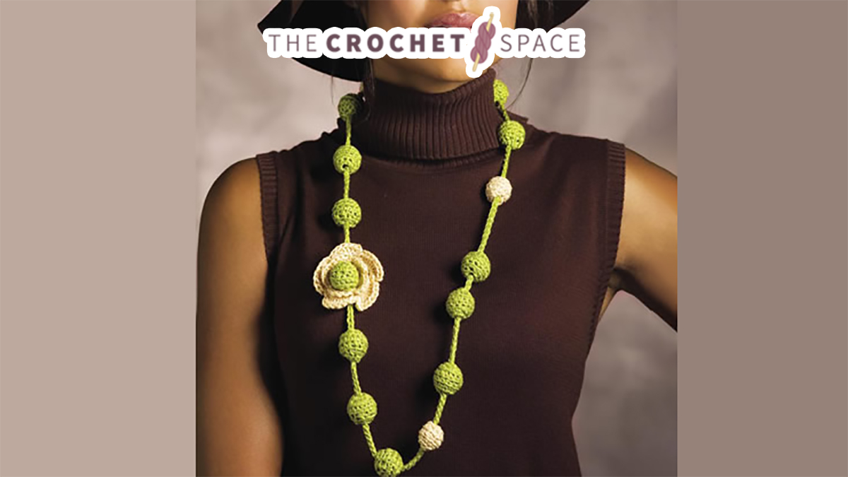 Crochet Blossoms Beaded Necklace || thecrochetspace.com