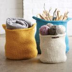 Crochet Cache Basket. Three different colored bags and in different sizes || thyecrochetspace.com