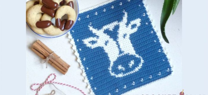 Crochet Cow Hot Pad || thecrochetspace.com