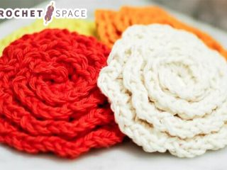Crochet Flower Face Cleansing Pads || thecrochetspace.com